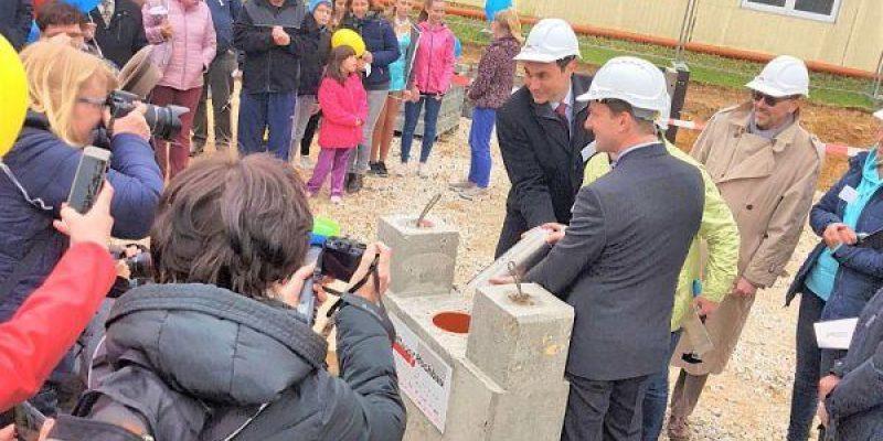 Eine neue Schule für Weißenberg - Schule Grundstein