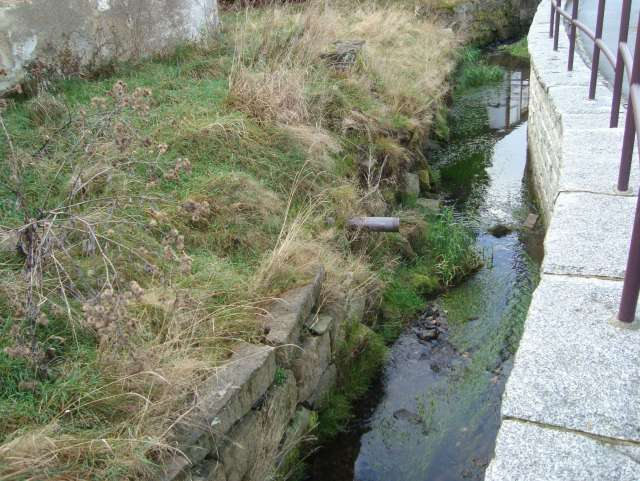 Schadenbeseitigung des Hochwassers von 2013 in Ebersbach- Neugersdorf - Stützmauer vor Sanierung
