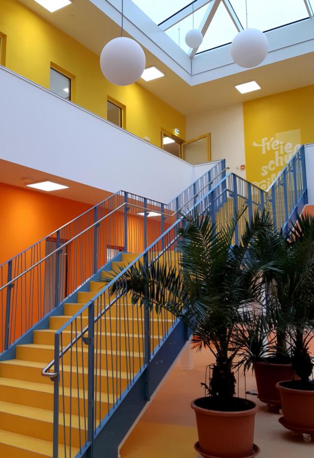 Freie Oberschule Weissenberg - Atrium mit Treppe
