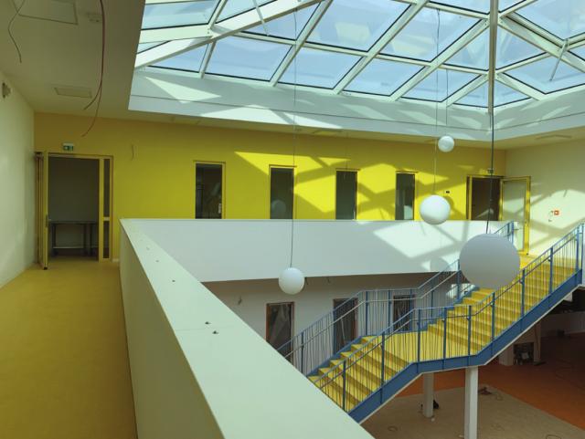 Freie Oberschule Weissenberg - Atrium mit Glasdachpyramide
