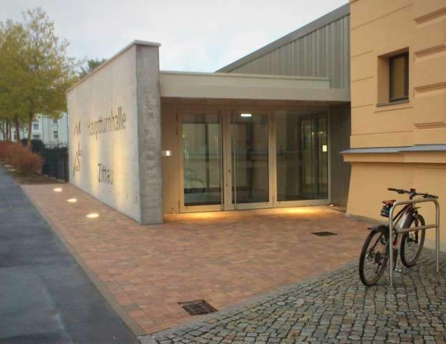 Freianlagen Hauptturnhalle Zittau - Eingangsbereich der Hauptturnhalle