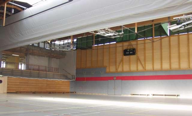 Dreifeldhalle mit Tribüne, Zittau - Blick in die Halle mit eingefahrener Tribüne