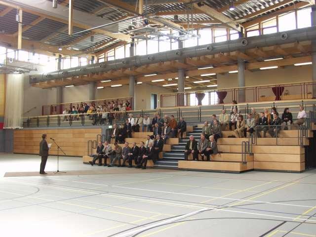 Dreifeldhalle mit Tribüne, Zittau - Eröffnung mit ausgefahrener Tribüne