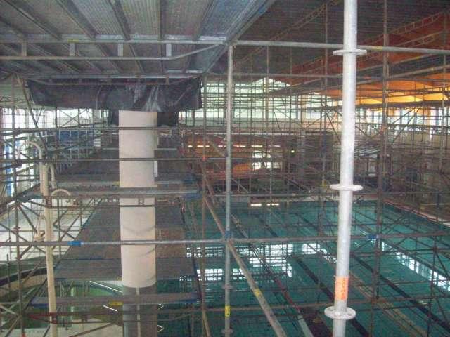 TRIXI-Allwetterbad - Raumgerüst für die Dachinstandsetzung und den Lüftungseinbau