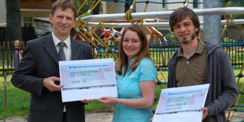 Spende für den Kinderschutzbund - Schecküberreichung